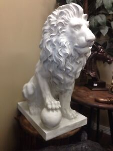Lion of Florence animal statue