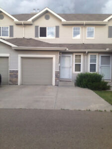 3 bedroom townhouse for rent in the Ellerslie area