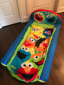 Lit Readybed ensemble couchage gonflable Sesame Street
