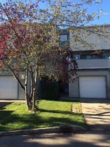 3 Bedroom Townhouse with Garage NW