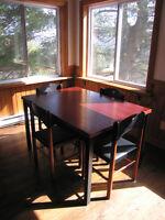 Superbe table extensible avec 6 chaises en cuir. Laurentides Québec Preview