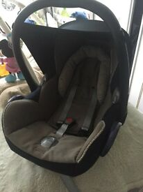 MAXI COSI CabrioFix with isofix base