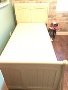 Twin bed with matress and box spring