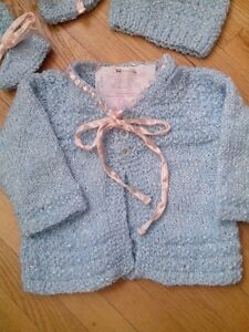 Hand knit set 3-6 mths girls Blue with pink ribbon NEW West Island Greater Montréal image 6