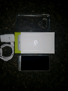 NEW MINT CONDITION LG G5 WITH SCREEN PROTECTOR AND CASE