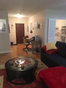 SUBLET for March : Spacious 3 1/2 Town of Mount Royal