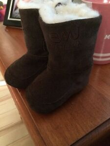 euc emu 0-6 month baby boots