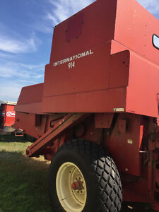 914 International Pull Type Combine