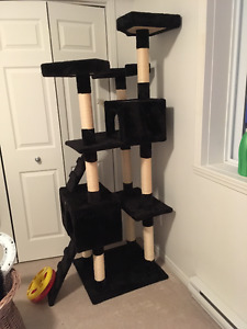 Maison pour chat GoPetClub a vendre / Cat tree house for sale