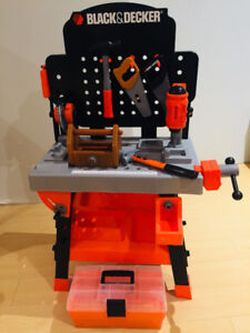 Play tool bench with Tools