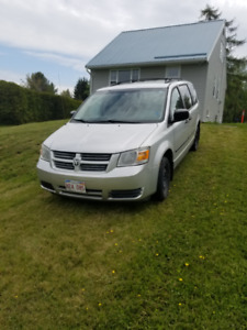 2008 Grand Dodge Caravan Stow and Go Minivan, Van