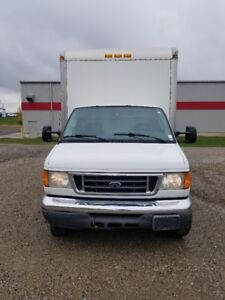 """2007 Ford E450  Cube Van 16 foot box 8'6"""" high Furniture Mover."""