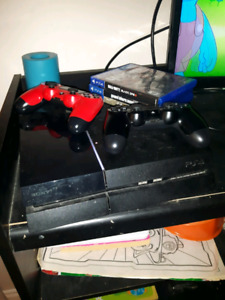 Ps4 with 2 controllers and 5 games
