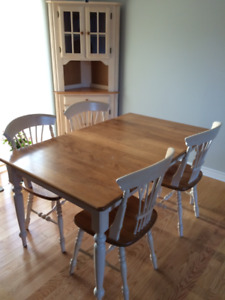 Canadel dining room/kitchen set (table, 4 chairs, hutch & buffet