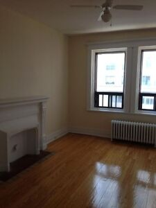3 bedrooms For rent On De La Montagne