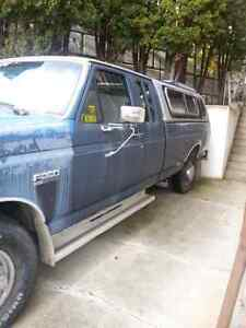Ford  F250 diesel truck  with canopy and has a 5th wheel hitch