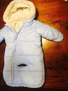CARTER'S -Blue snowsuit 0-6 month in mint condition