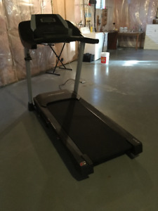 Pro-form ZT 6 treadmill with incline