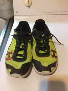 Boys Under Armour Running Shoes 3.5Y