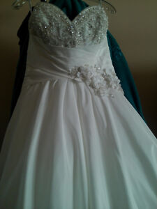 Stunning gown - no need to order Cambridge Kitchener Area image 1