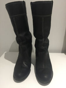 In perfect condition Timberland waterproof black boots-Size7
