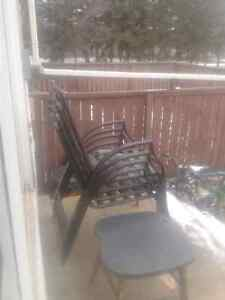Beautiful patio table and chairs fir sale