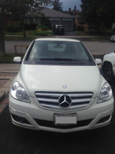 Mercedes Benz B200 with 2 sets of tires: winter & all season