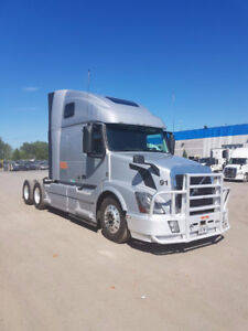 HIGHWAY TRUCK FOR SALE/VERY GOOD CONDITION/700,000mi