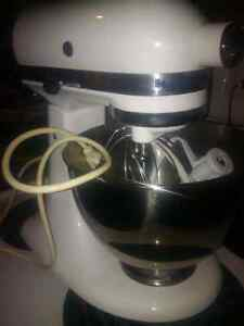 kitchenaid stand mixer 300 watt, model is ultra Sarnia Sarnia Area image 1