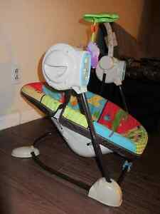 Fischer Price compact space saver Swing & Vibrating chair - $60 Kitchener / Waterloo Kitchener Area image 4