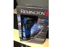 Men's new electric shaver Remington wet/dry.