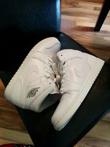 MEN'S WHITE AIR JORDAN 1 - SIZE 9
