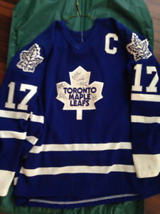 Wendel Clark Toronto Maple Leafs Jersey Signed by Many