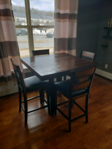 Price drop!!  Dining room table