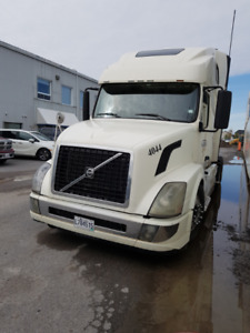Volvo VNL 2009  automatic truck for sale