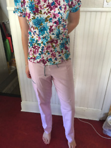 6 gently used scrubs for sale (xsm-sm fits size 4)