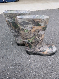 Children's size 3 rubber boots
