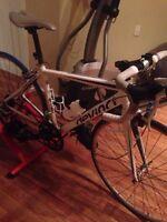 Vélo de route devinci pas cher