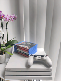 PS4 Pro, 4k White Edition (Controller, cables, 5 games)