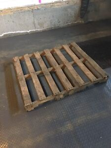 Free pallet in airdrie!