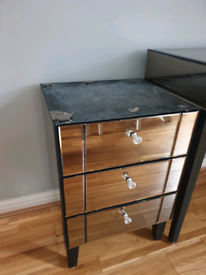 Gold mirrored table/drawers