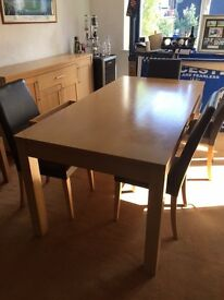 Dining room table with 6 chairs very good condition