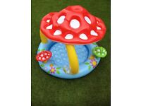 Baby paddling pool with inflatable floats