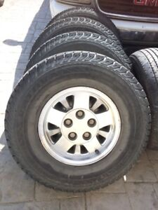 4 GM  Wheels and Tires all Season NoKiganVativa 31x10.50/15