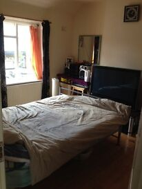 Double Room Available in Sutton