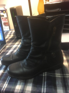 brand new ladies size 8 black boots