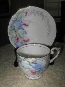 GORGEOUS OLD VINTAGE BELL FINE BONE CHINA CUP / SAUCER