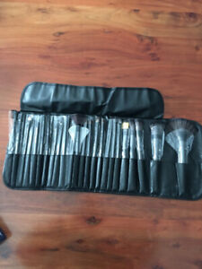 Kits de pinceaux a maquillage NEUFS / BRAND NEW makeup brushes