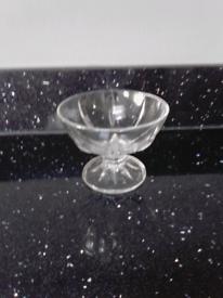 6 X glass desert bowls