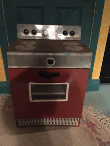 CHILDREN'S ANTIQUE PLAY STOVE (LIFE SIZE)